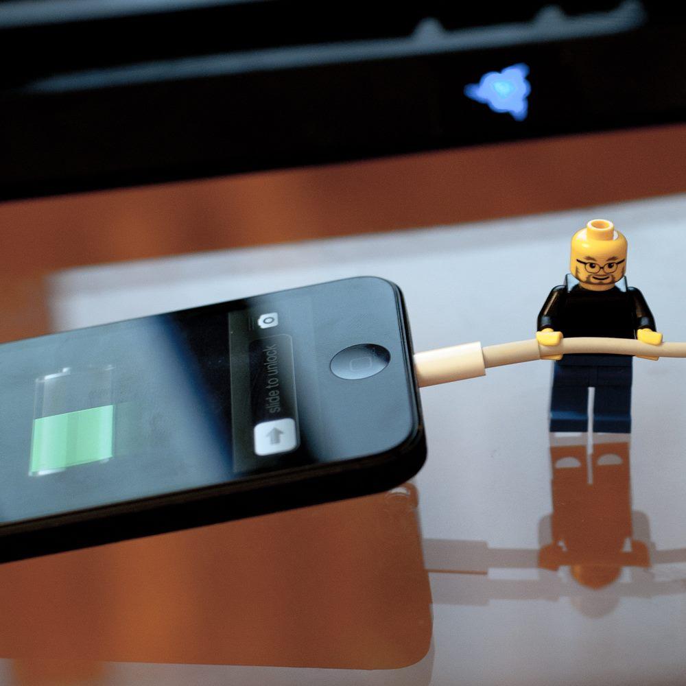 Даже если ваше маленькое карманное устройство не перезаряжается, его батарея перегревается и изнашивается.